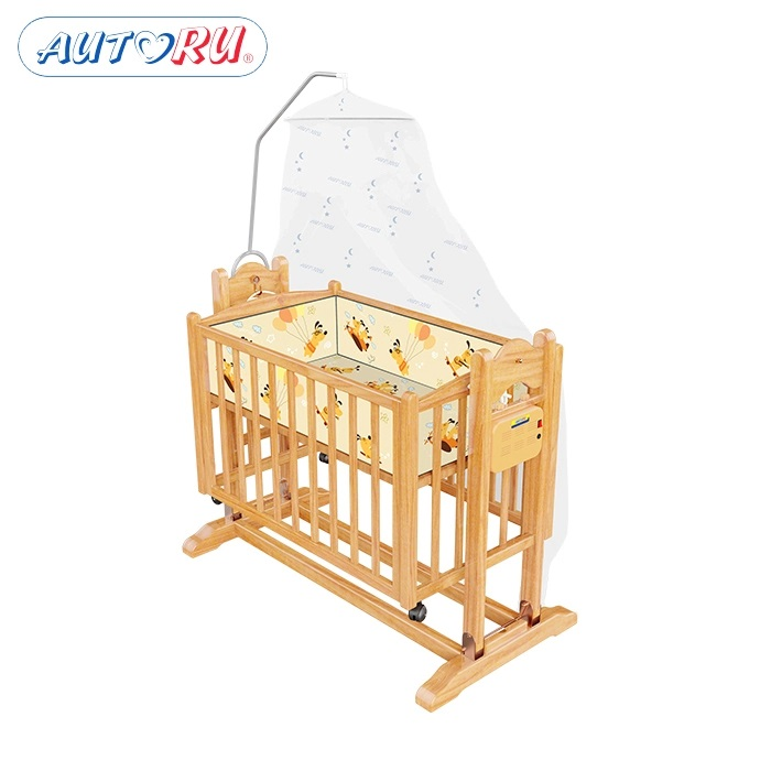 Nôi gỗ đa năng Autoru có 2 tầng thoáng mát nhờ thiết kế vạt giường nâng hạ được 2 độ cao