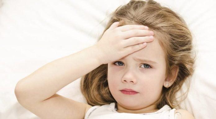 Trẻ bị sốt xử lý như thế nào